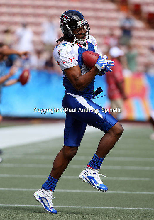 HONOLULU, HI - FEBRUARY 08: NFC All-Stars wide receiver Roddy White #84 of the Atlanta Falcons catches a pass during pregame warmups against the AFC All-Stars in the 2009 NFL Pro Bowl at Aloha Stadium on February 8, 2009 in Honolulu, Hawaii. The NFC defeated the AFC 30-21. ©Paul Anthony Spinelli *** Local Caption *** Roddy White