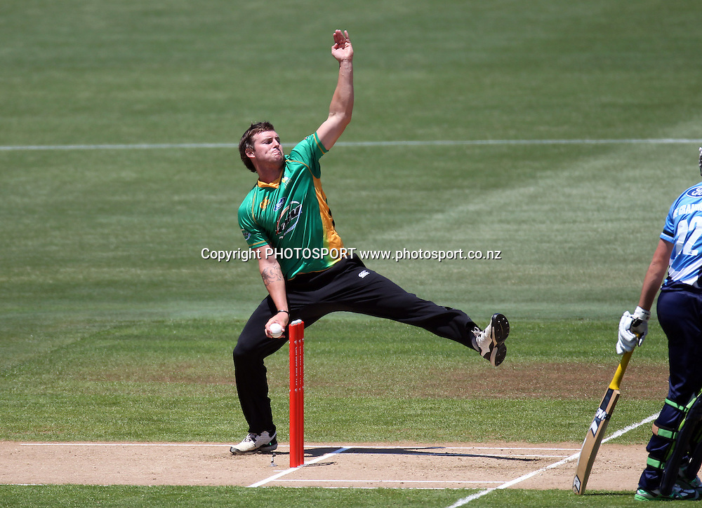 Doug Bracewell bowling for Central.Twenty20 Cricket, HRV Cup Final 2010/11. Auckland Aces v Central Stags, Colin Maiden Park, Auckland. Sunday 2 January 2011. Photo: Andrew Cornaga/photosport.co.nz