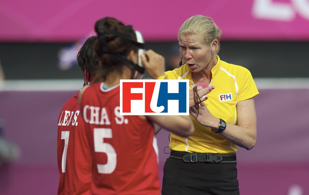 LONDON - Olympische Spelen 2012.Women match .Great Britain v Korea.foto: Umpire Stella Bartlema discuus with the Koreanplayers..FFU PRESS AGENCY COPYRIGHT FRANK UIJLENBROEK.