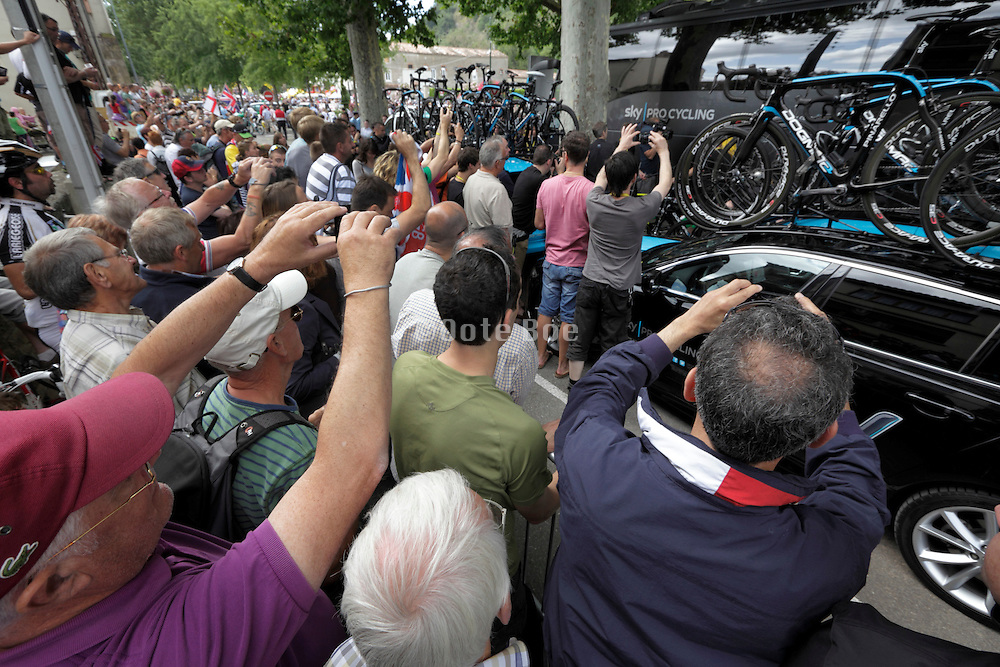 Limoux, Tour de France, 2012 public massed at the SKY team bus