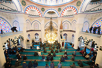 09 JAN 2015, BERLIN/GERMANY:<br /> Freitagsgebet in der Sehitlik Moschee<br /> IMAGE: 20150109-01-023<br /> KEYWORDS: türkisch, Islam, Moslem, moslemisch, Religion