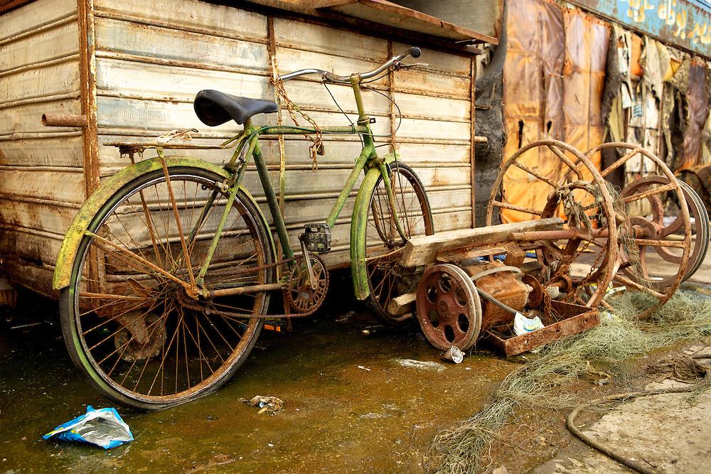 An old rusty bike. Syria. Un vieux vélo rouillé. Syrie.