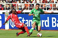FOOTBALL - AFRICAN NATIONS CUP 2010 - GROUP A - MALAWI v ALGERIA - 11/01/2010 - PHOTO MOHAMED KADRI / DPPI - ABDELMALIK ZIAYA (ALG) / JIMMY ZAKAZAKA (MAL)