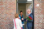 Nederland, Den Bosch, 20141101.<br /> Diederik Samsom, fractievoorzitter van de PvdA en Lisette van der Swaluw fractievoorzitter PvdA Den Bosch gaan de buurt in. Canvassen in Den Bosch <br /> In gesprek met een jonge vrouw in de deuropening. Huis aan huis<br /> In de gemeente Den Bosch staan verkiezingsborden. Die zijn bedoeld voor de gemeenteraadsverkiezingen in Den Bosch, op woensdag 19 november. <br /> Vanwege de gemeentelijke herindeling van Maasdonk zijn de verkiezingen in Den Bosch pas op 19 november. Nuland en Vinkel komen bij Den Bosch, Geffen bij Oss. In Nuland en Vinkel zijn de verkiezingsborden al geplaatst. In totaal verschijnen 42 van deze grote borden in de gemeente. <br /> <br /> Netherlands, Den Bosch, 20141101.<br /> The city of Den Bosch are election signs. Intended for the municipal elections in Den Bosch, on Wednesday 19th November. <br /> Because of the municipal reorganization of Maasdonk the elections in Den Bosch until November 19th. Nuland and Leek come Den Bosch, Geffen at Oss. Nuland Leek and his election signs already posted. A total of 42 of these appear large signs in the municipality.