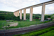 Jeceaba_MG, Brasil...Paisagem rural de Jeceaba com uma ponte e ferrovia...The rural landscape in Jeceaba with a bridge and a railway...Foto: JOAO MARCOS ROSA /  NITRO