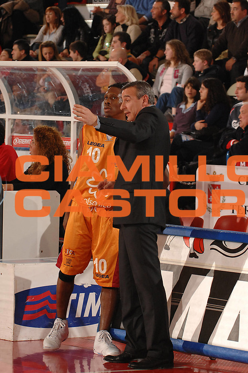 DESCRIZIONE : Teramo Lega A1 2007-08 Siviglia Wear Teramo Solsonica Rieti <br /> GIOCATORE : Morris Finley  Lino Lardo<br /> SQUADRA : Solsonica Rieti <br /> EVENTO : Campionato Lega A1 2007-2008 <br /> GARA : Siviglia Wear Teramo Solsonica Rieti <br /> DATA : 17/02/2008<br /> CATEGORIA : Delusione Ritratto<br /> SPORT : Pallacanestro <br /> AUTORE : Agenzia Ciamillo-Castoria/E. Grillotti