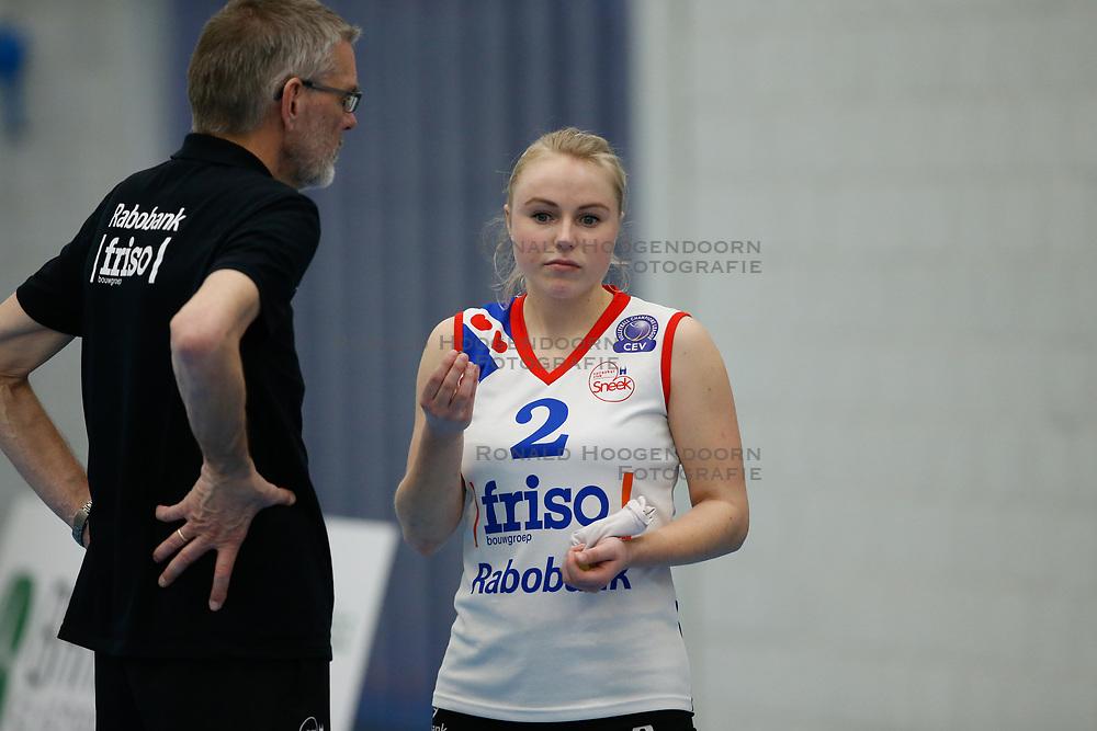 20180303 NED: Eredivisie Sliedrecht Sport - VC Sneek, Sliedrecht <br />Ruud de Wit evalueert met Janieke Popma of VC Sneek <br />©2018-FotoHoogendoorn.nl / Pim Waslander