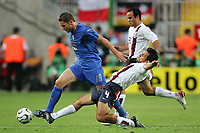 v.l. Francessco Totti, Pablo Mastroeni USA<br />