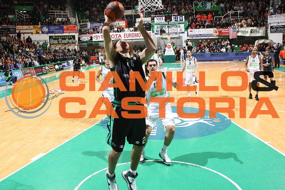 DESCRIZIONE : Siena Eurolega 2008-09 Quarti di Finale Gara 3 Montepaschi Siena Panathinaikos <br />GIOCATORE : Shaun Stonerook<br />SQUADRA : Montepaschi Siena<br />EVENTO : Eurolega 2008-2009<br />GARA : Montepaschi Siena Panathinaikos <br />DATA : 31/03/2009<br />CATEGORIA : tiro<br />SPORT : Pallacanestro<br />AUTORE : Agenzia Ciamillo-Castoria/G.Ciamillo<br />Galleria : Eurolega 2008-2009<br />Fotonotizia : Siena Eurolega 2008-09 Montepaschi Siena Panathinaikos <br />Predefinita :
