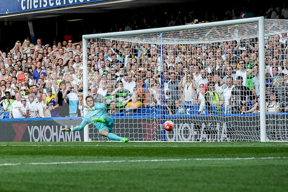 Bafetibis Gomis of Swansea City scores a penalty to equalise during the Barclays Premier League match between Chelsea and Swansea City at Stamford Bridge, London, England on 8 August 2015. Photo by Salvio Calabrese.