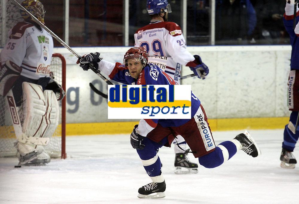 Ishockey<br /> GET-Ligaen<br /> Kvartfinale sluttspill 7. kamp<br /> 06.03.08<br /> Jordal Amfi<br /> V&aring;lerenga VIF - Lillehammer<br /> Kenneth Larsen jubler for sin 4-1 scoring<br /> Foto - Kasper Wikestad