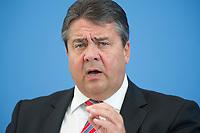 13 MAY 2014, BERLIN/GERMANY:<br /> Sigmar Gabriel, SPD, Bundeswirtschaftsminister, waehrend einer Pressekonferenz zur Vorstellung des OECD Wirtschaftsberichts Deutschland, Bundespressekonferenz<br /> IMAGE: 20140513-01-013