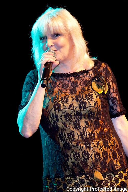 367329-Optreden van Mieke Gijs in Zaal De Zoerla in Zoerle-Parwijs