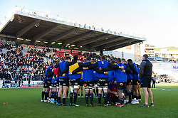 The Bath Rugby team huddle together during the pre-match warm-up - Mandatory byline: Patrick Khachfe/JMP - 07966 386802 - 09/12/2017 - RUGBY UNION - Stade Mayol - Toulon, France - Toulon v Bath Rugby - European Rugby Champions Cup