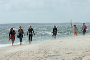 The more quiet Wattenmeer (l.) and the wild North Sea meet at the Southern tip of Sylt, the Hörnum Odde.