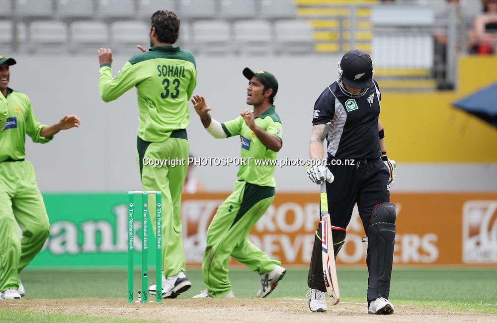 Pakistan celebrate the dismissal of Brendon McCullum during the 6th ODI, Black Caps v Pakistan, One Day International Cricket. Eden Park, Auckland, New Zealand. Saturday 5 February 2011. Photo: Andrew Cornaga/photosport.co.nz