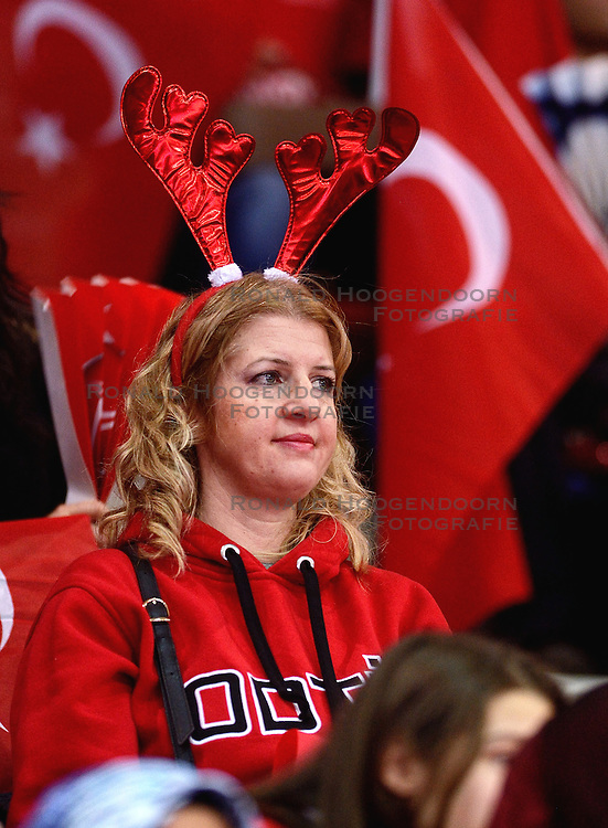 09-01-2016 TUR: European Olympic Qualification Tournament Turkije - Italie, Ankara<br /> De strijd om de tweede Japan ticket wordt gewonnen door Italie. Turkije verliest in de 5de set met 13-15 / Turks publiek. De droom naar Rio is voorbij