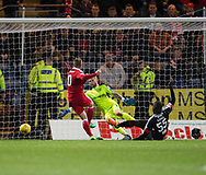 Aberdeen&rsquo;s Niall McGinn scores the sixth - Dundee v Aberdeen in the Ladbrokes Scottish Premiership at Dens Park, Dundee. Photo: David Young<br /> <br />  - &copy; David Young - www.davidyoungphoto.co.uk - email: davidyoungphoto@gmail.com