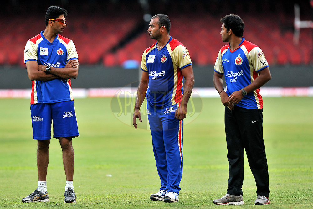 Venkatesh Prasad bowling coach of Team Royal Challengers Bangalore speaks with young players of the team during the Royal Challengers bangalore training and nets session held at the  M.Chinnaswamy Stadium in Bangalore , Karnataka, India on the 22nd September 2011..Photo by Pal Pillai/BCCI/SPORTZPICS