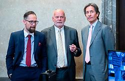 09.04.2019, Landesgericht für Strafsachen, Wien, AUT, Strafprozess gegen ehemaligen Finanzminister Grasser, wegen Bestechungs- und Untreueverdacht bei BUWOG-Privatisierung und Linzer-Terminal-Tower, im Bild Der Angeklagte Karl-Heinz Grasser (R) und die Anwälte Norbert Wess (L) und Manfred Ainedter (L) // during hearing according to supspect of bribery and breach of trust in case of BUWOG-privatisation at the Landesgericht für Strafsachen in Wien, Austria on 2019/04/09. EXPA Pictures © 2019, PhotoCredit: EXPA/ Georg Hochmuth/APA-POOL