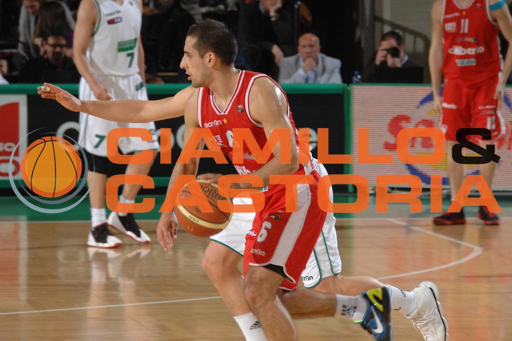 DESCRIZIONE : Treviso Lega A 2011-12 Benetton Basket Treviso Cimberio Varese<br /> GIOCATORE : rok stipcevic<br /> CATEGORIA :  palleggio<br /> SQUADRA : Benetton Basket Treviso Cimberio Varese<br /> EVENTO : Campionato Lega A 2011-2012<br /> GARA : Benetton Basket Treviso Cimberio Varese<br /> DATA : 25/04/2012<br /> SPORT : Pallacanestro<br /> AUTORE : Agenzia Ciamillo-Castoria/M.Gregolin<br /> Galleria : Lega Basket A 2011-2012<br /> Fotonotizia :  Treviso Lega A 2011-12 Benetton Basket Treviso Cimberio Varese<br /> Predefinita :