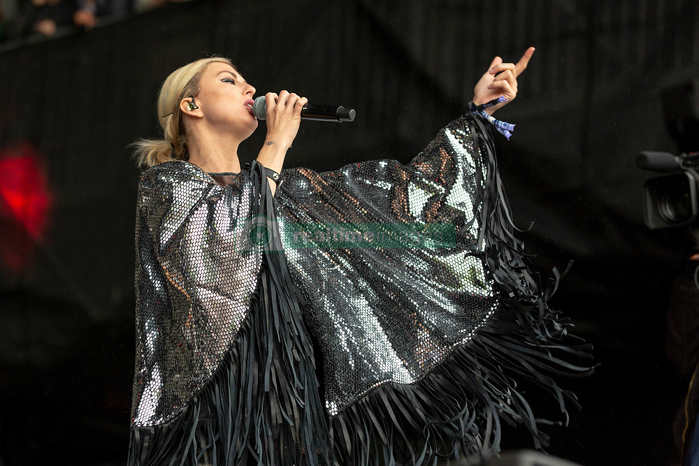 May 25, 2018 - Napa, California, U.S - SARAH BARTHEL of Phantogram during BottleRock Music Festival at Napa Valley Expo in Napa, California (Credit Image: © Daniel DeSlover via ZUMA Wire)