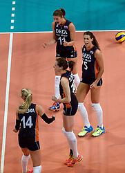 27-09-2015 NED: Volleyball European Championship Nederland - Polen, Apeldoorn<br /> Nederland verslaat Polen met 3-1 / Anne Buijs #11, Robin de Kruijf #5, Lonneke Sloetjes #10, Laura Dijkema #14