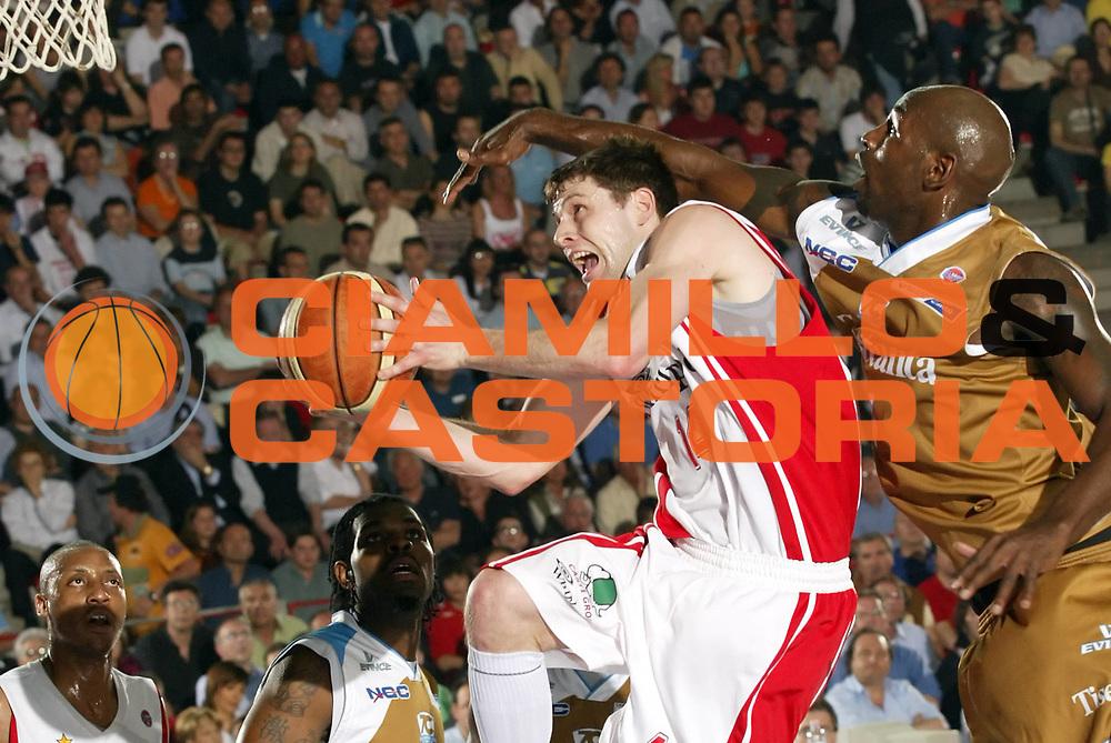 DESCRIZIONE : Varese Lega A1 2006-07 Whirlpool Varese Tisettanta Cantu<br /> GIOCATORE : Carter<br /> SQUADRA : Whirlpool Varese<br /> EVENTO : Campionato Lega A1 2006-2007 <br /> GARA : Whirlpool Varese Tisettanta Cantu<br /> DATA : 28/04/2007 <br /> CATEGORIA : Tiro<br /> SPORT : Pallacanestro <br /> AUTORE : Agenzia Ciamillo-Castoria/G.Cottini