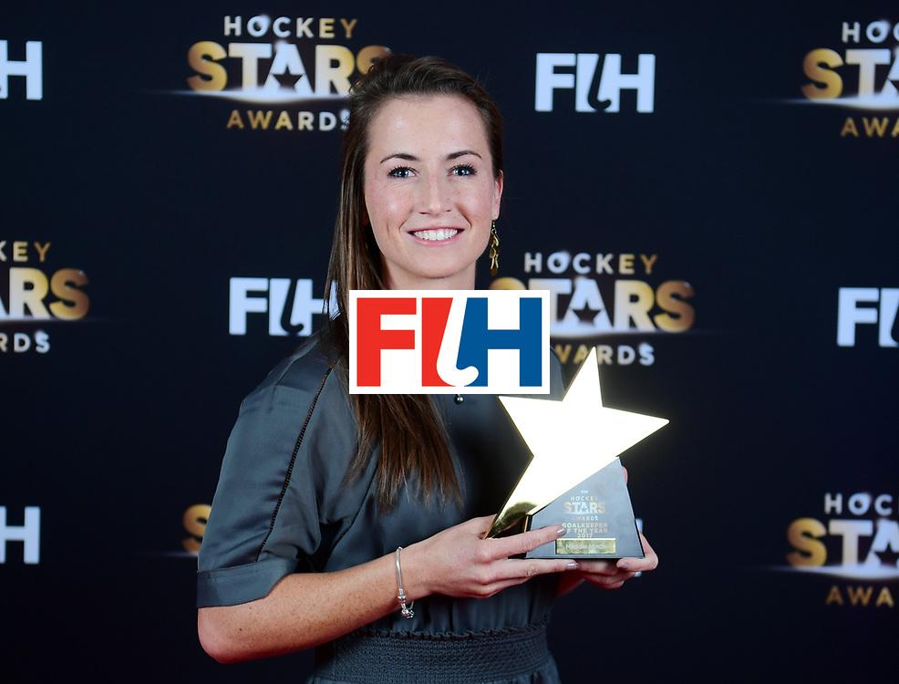 BERLIJN - FIH Hockey Stars Awards<br /> Foto: Female Goalkeeper of the Year<br /> Maddie Hinch with Delf Ness<br /> WORLDSPORTPICS COPYRIGHT FRANK UIJLENBROEK
