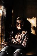 Zimbabwe, Tariro Ngadze - hjemme hos Tariro med hendes børn som hjælper med at hente vand.