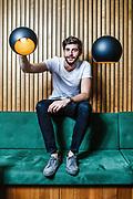 Alvaro Soler, ein spanisch-deutscher Popsänger, beim Interview in Zuerich am 16. Mai 2018.<br />Photo Siggi Bucher