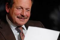16 NOV 2006, BERLIN/GERMANY:<br /> Frank Bsirske, Vorsitzender der Gewerkschaft ver.di, Vereinte Dienstleistungsgewerkschaft, liest von einem Blatt, waehrend einem Interview, in seinem Buero, Ver.di Bundesverwaltung<br /> IMAGE: 20061116-01-059<br /> KEYWORDS: lesen