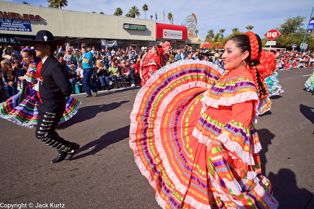 03 JANUARY 2009 -- PHOENIX, AZ: Members of Ballet Folklorico Alegre perform during the annual Ft. McDowell Fiesta Bowl parade through Phoenix, AZ. More than 150,000 spectators line the parade routes which starts in north Phoenix and winds down Central Ave and 7th Street before ending in central Phoenix. More than 100 units march in the parade.  PHOTO BY JACK KURTZ