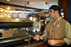 Localizado na rua Padre Chagas, uma das mais charmosas e requintadas de Porto Alegre, o Café do Porto é famoso por trazer a elegância dos cafés de Buenos Aires para a capital gaúcha. FOTO: Lucas Uebel/Preview.com
