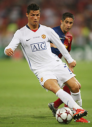 Manchester United's Cristiano Ronaldo (f) and FC Barcelona's Sylvinho during the UEFA Champions League Final match in Roma.May 27 2009.