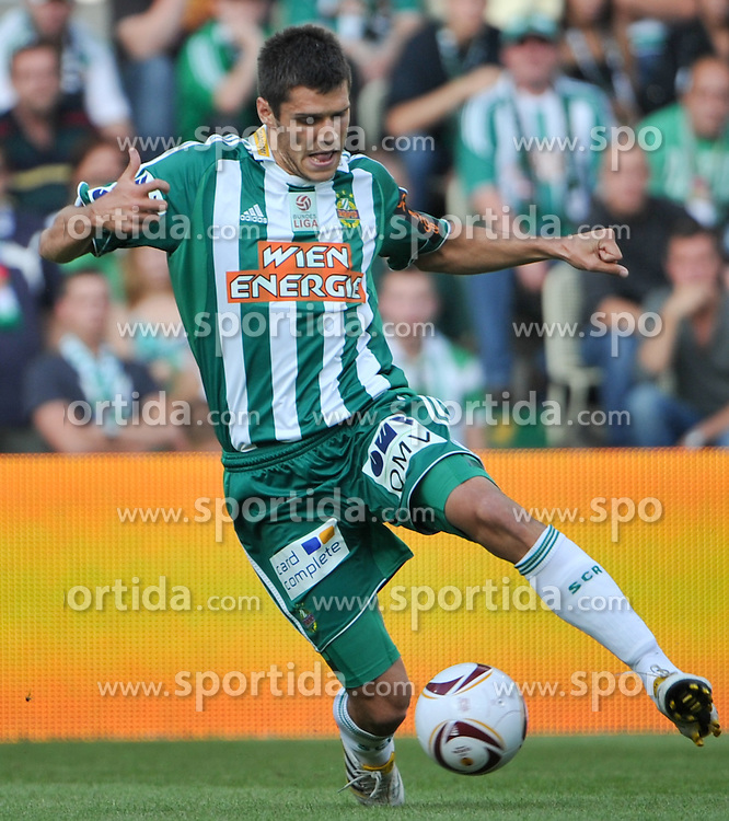 12.09.2010, Gerhard Hanappi Stadion, Wien, AUT, 1. FBL, SK Rapid Wien vs FK Austria Wien, im Bild Christopher Trimmel, (SK Rapid Wien, #28), Einzelaktion, EXPA Pictures 2010, PhotoCredit: EXPA/ S. Trimmel / SPORTIDA PHOTO AGENCY
