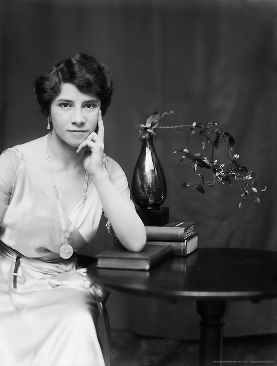 Marguerite Nielka, mezzo-soprano, 1917