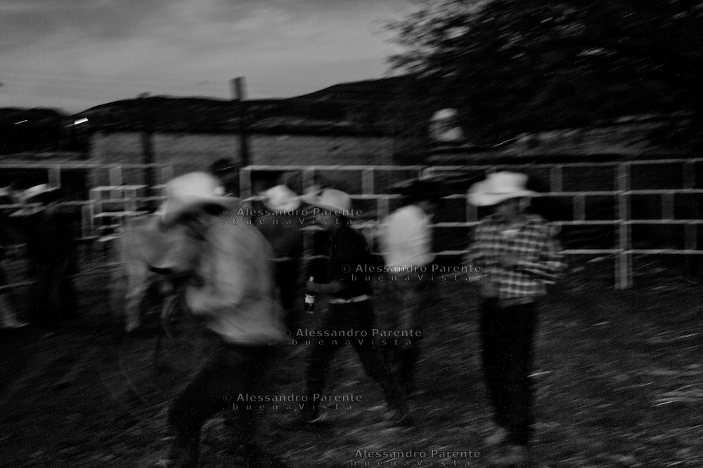 ENG:<br /> Invasion of the field at the end of rodeo.<br /> ITA:<br /> Invasione di campo a fine rodeo.