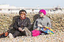 © Licensed to London News Pictures. 06/04/2018. Brighton, UK. Members of the public take advantage of the sunshine and mild weather to spend time on the beach in Brighton and Hove. Photo credit: Hugo Michiels/LNP