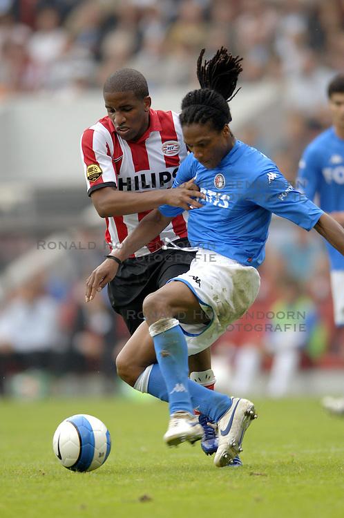 17-09-2006 VOETBAL: PSV - FEYENOORD: EINDHOVEN <br /> PSV verslaat in eigen huis Feyenoord met 2-1 / Jefferson Farfan en Serginho Greene<br /> &copy;2006-WWW.FOTOHOOGENDOORN.NL