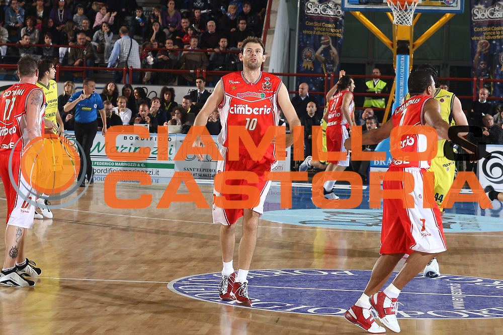 DESCRIZIONE : Porto San Giorgio Lega A 2009-10 Basket Sigma Coatings Montegranaro Cimberio Varese<br /> GIOCATORE : Giacomo Galanda<br /> SQUADRA : Cimberio Varese<br /> EVENTO : Campionato Lega A 2009-2010 <br /> GARA : Sigma Coatings Montegranaro Cimberio Varese<br /> DATA : 01/11/2009<br /> CATEGORIA : esultanza<br /> SPORT : Pallacanestro <br /> AUTORE : Agenzia Ciamillo-Castoria/C.De Massis<br /> Galleria : Lega Basket A 2009-2010 <br /> Fotonotizia : Porto San Giorgio Lega A 2009-10 Basket Sigma Coatings Montegranaro Cimberio Varese<br /> Predefinita :