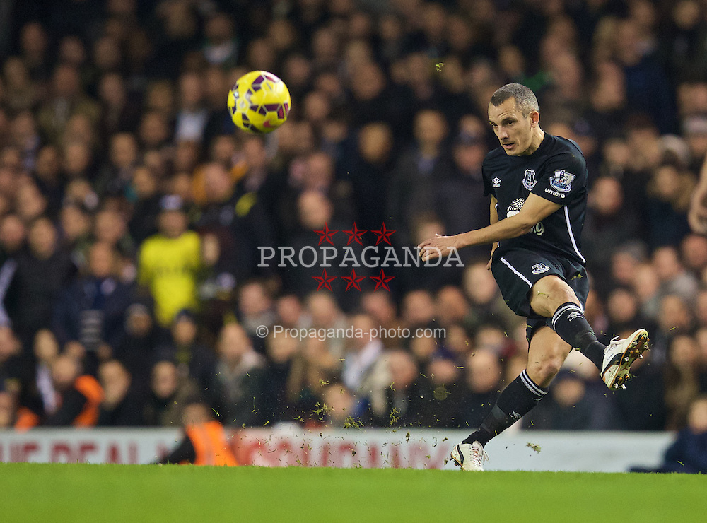 LONDON, ENGLAND - Sunday, November 30, 2014: Everton's Leon Osman in action against Tottenham Hotspur during the Premier League match at White Hart Lane. (Pic by David Rawcliffe/Propaganda)