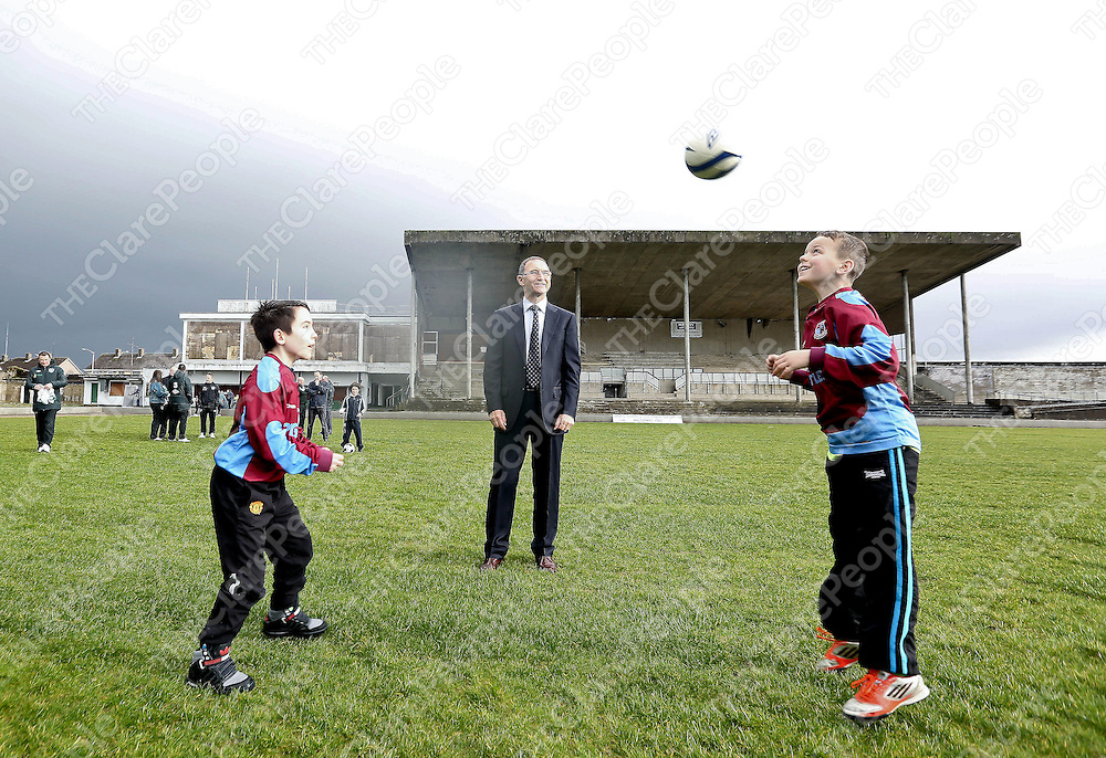 Irish Soccer Boss Martin O Neill pictured with Brian Murphy (age 12) and Adrian Kelleher (age 11) of Lisnagry FC in Limerick City to visit the FAI co-funded devlopment of the Marketsfield Project.The stadium will accommodate more than 3,000 people and will play host to Limerick FC matches and become a centre for sports and community organisations in Limerick.<br /> Pic. Brian Arthur/ Press 22.