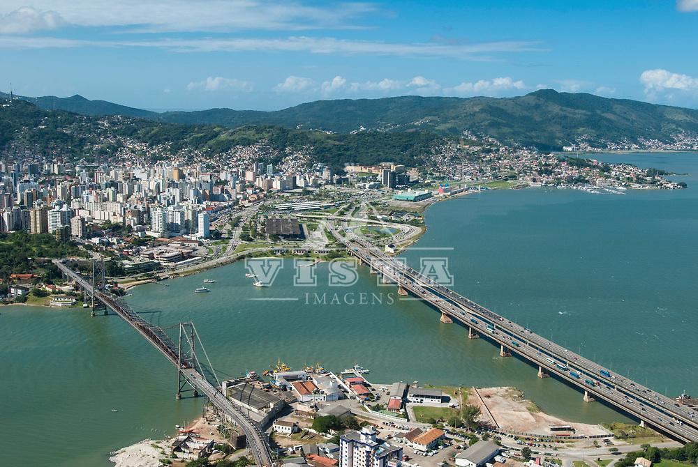 Foto aerea, Estreito (continente), Ilha e pontes Hercilio Luz, Colombo Salles e Pedro Ivo Campos,  Florianopolis, Santa Catarina, Brasil. Foto de Ze Paiva, Vista Imagens