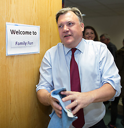 © Licensed to London News Pictures . 14/06/2016 . Blackburn , UK . Yvette Cooper MP and her husband , former MP ED BALLS , campaign for Remain , in the EU referendum , at Shadsworth Children's Centre in Blackburn . Photo credit : Joel Goodman/LNP