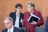 09 OCT 2019, BERLIN/GERMANY:<br /> Annegret Kramp-Karrenbauer (L), CDU, Bundesverteidigungsministerin, und Angela Merkel (R), CDU, Bundeskanzlerin, im Gespraech, vor Beginn der Kabinettsitzung, Bundeskanzöeramt<br /> IMAGE: 20191009-01-038<br /> KEYWORDS: Sitzung, Kabinett, Gespräch