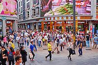 Chine, Province de Guangdong, Shenzhen, rue commercante de Jiefang Lu // China, Guangdong province, Shenzhen, Jiefang Lu shopping street