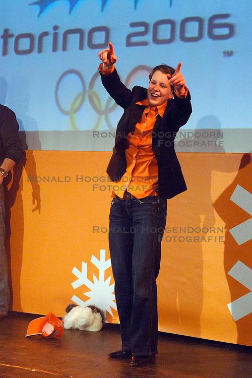 12-02-2006 ALGEMEEN: HULDIGING HHH: TORINO<br /> Huldiging in het Holland Heineken Huis - Ireen Wust<br /> &copy;2006-WWW.FOTOHOOGENDOORN.NL
