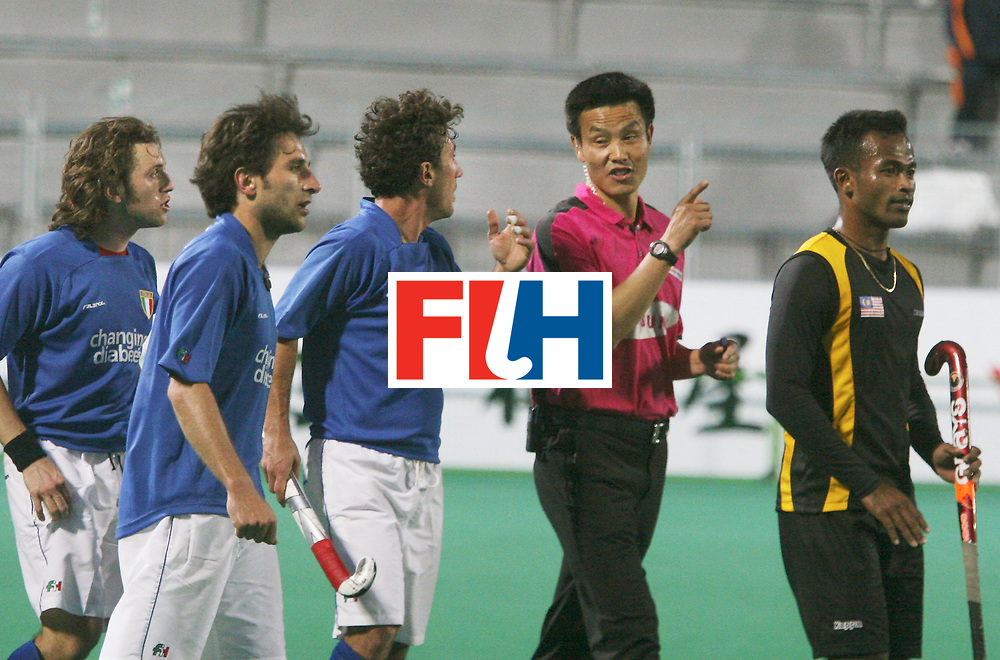 Kakamigahara, Gifu-Japan : Italian players questioning Umpire Chen Dekang of China over the last minute goal scored by Malaysia, as Jiwa Mohan(ext right) who scored the second goal looks on, in the Olympic Hockey Qualifier at Gifu Perfectural Green Stadium at Kakamigahara on 06 April 2008. Malaysia drew with italy 4-4.  <br /> Photo: GNN/ Vino John