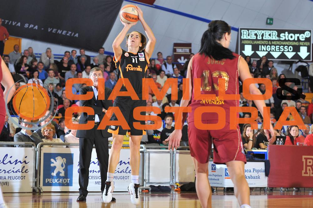 DESCRIZIONE : Venezia LBF Umana Reyer Venezia Famila Schio<br /> GIOCATORE : Raffaella Masciardi<br /> SQUADRA : Famila Schio<br /> EVENTO : Campionato Lega Basket Femminile A1 2009-2010<br /> GARA : Umana Reyer Venezia Famila Schio<br /> DATA : 13/12/2009 <br /> CATEGORIA : Tiro<br /> SPORT : Pallacanestro <br /> AUTORE : Agenzia Ciamillo-Castoria/M.Gregolin<br /> Galleria : Lega Basket Femminile 2009-2010<br /> Fotonotizia : Venezia LBF  Umana Reyer Venezia Famila Schio<br /> Predefinita :